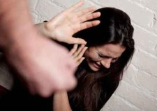 قانون العنف ضد النساء يدخل حيز التنفيذ… الغرامة والسجن لكل من اعتدى على امرأة