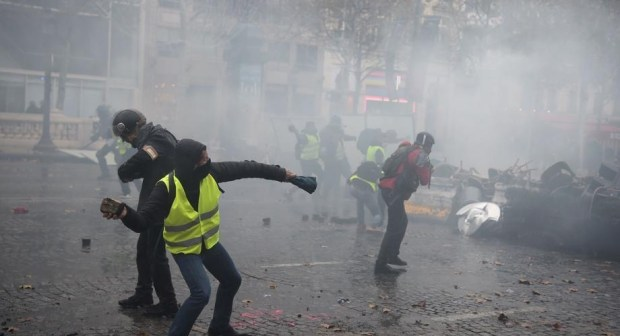نايضة بباريز: مواجهات تدخل فرنسا عهد الربيع الفرنسي