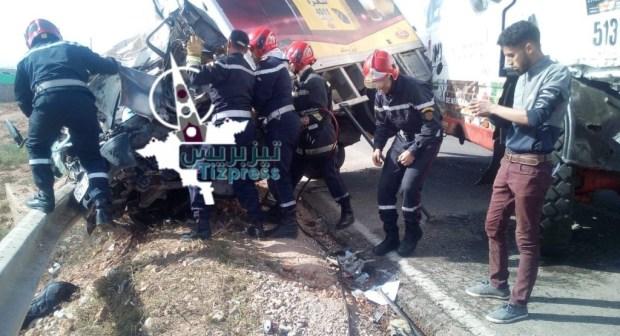 تيزنيت: قتيل في حادث بين شاحنة مشاركة في رالي الصحراء وأخرى محملة بالشاي