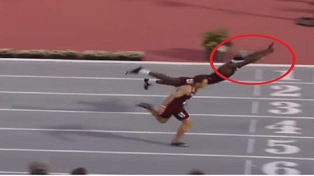فيديو: عداء أمريكي يسبح في الهواء للفوز باللقب