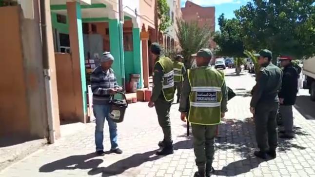 بالفيديو : السلطات في جماعة ترميكت بورزازات تراقب إلتزام المواطنين بفرض حالة الطوارئ
