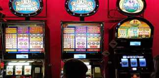 How to play online slots on the go