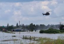 Flooding: Elderly couple hoisted to safety by air force helicopter, Loch Vaal. Photo: Arrive Alive