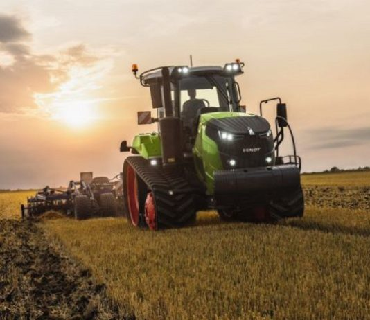The Fendt 900 Vario MT has a powerful and highly efficient seven cylinder AGCO Power engine