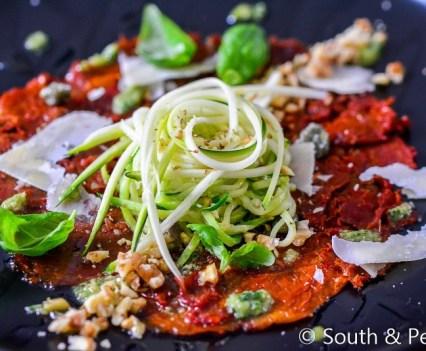 Heerlijke carpaccio van zongedroogde tomatenHeerlijke carpaccio van zongedroogde tomaten