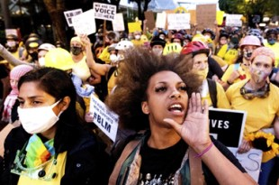 Federal agents use tear gas to clear rowdy Portland protest