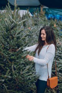 girl-chooses-a-christmas-tree-3