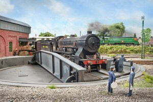 T14 No. 30461 is turned on the turntable as Merchant Navy 21C14 heads East.