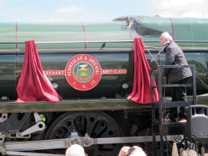Pete Waterman unveils the nameplate of Peninsular & Oriental S. N. Co.