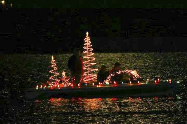 Boat Alabama Christmas on the river