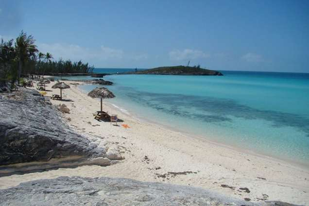 Public beach at Rainbow Beach and Cay. Photo: Chuck Baier.