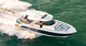 The new Tiara Sport 38 LS underway