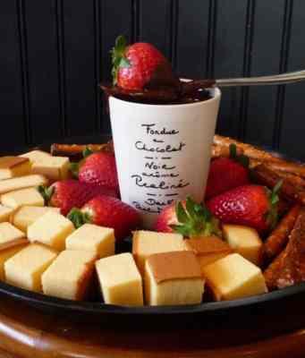 An image of chocolate fondue for Chocolate Fondue recipe