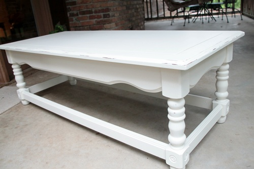 painting and distressing a coffee table