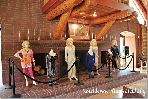 Dolly Parton manequins