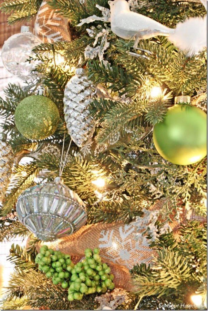 Christmas-tree_thumb.jpg