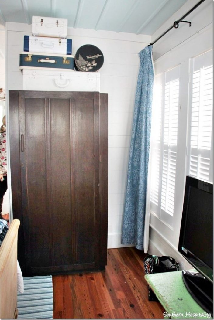 breeze inn master armoire