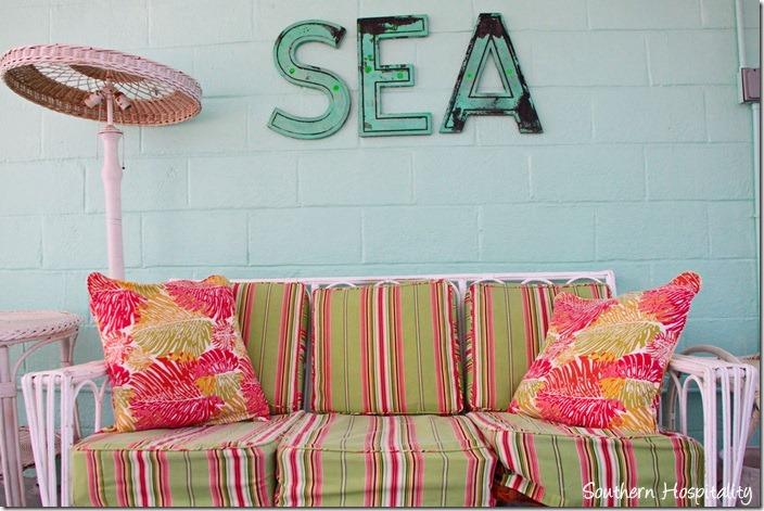 breeze inn sea sign