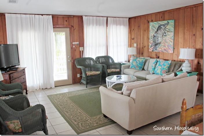 crabby joes living room
