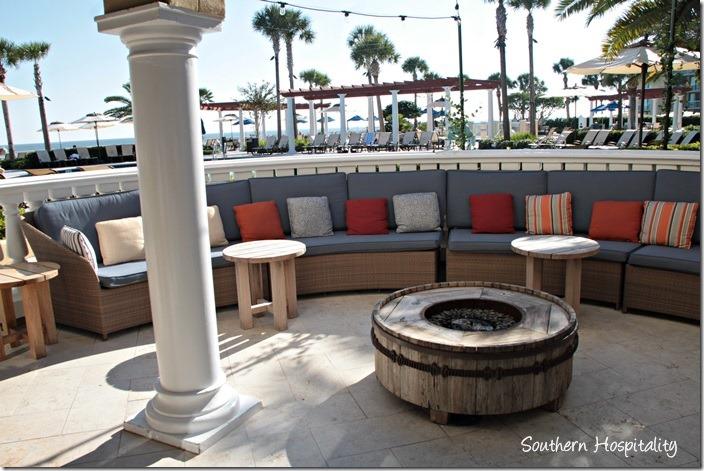 sitting area pool