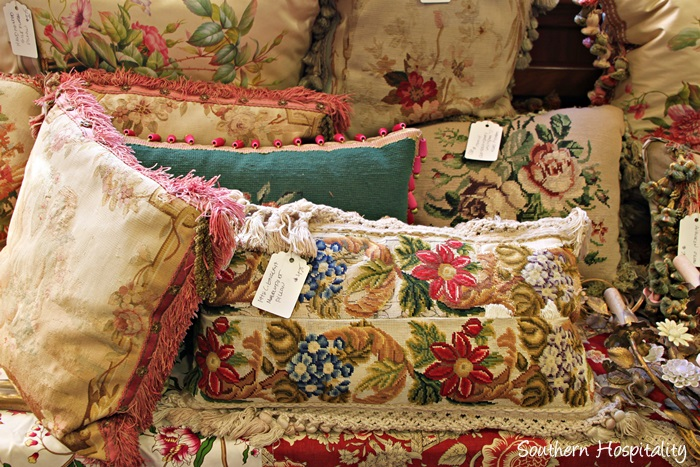 cathedral antiques show004