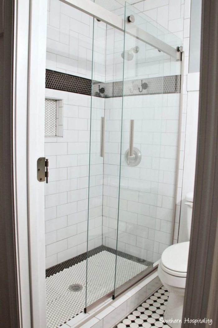 black and white bathroom017