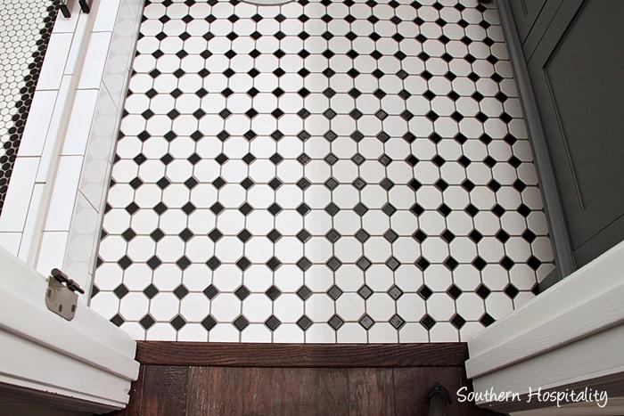 black and white bathroom022