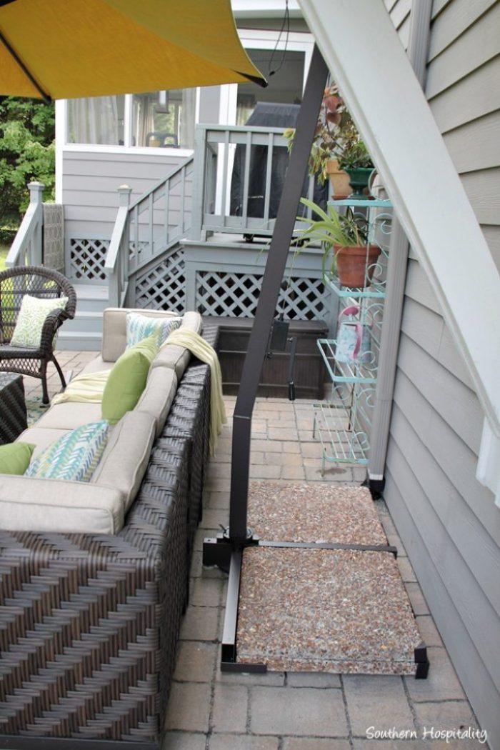 outdoor patio space with umbrella015