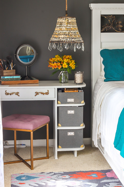 bedroom-vanity-fall-decor