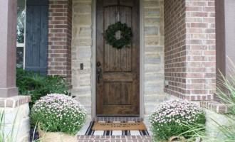 20 Inspiring Fall Porches