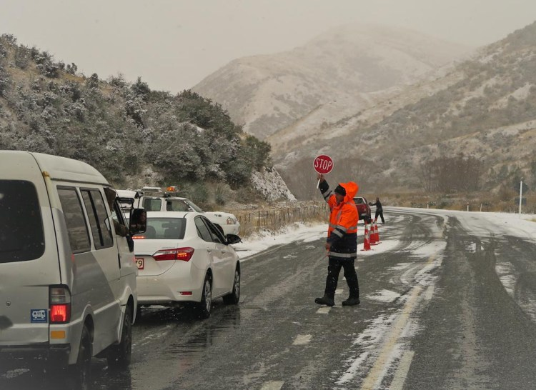Fitting chains in the Cardrona Valley