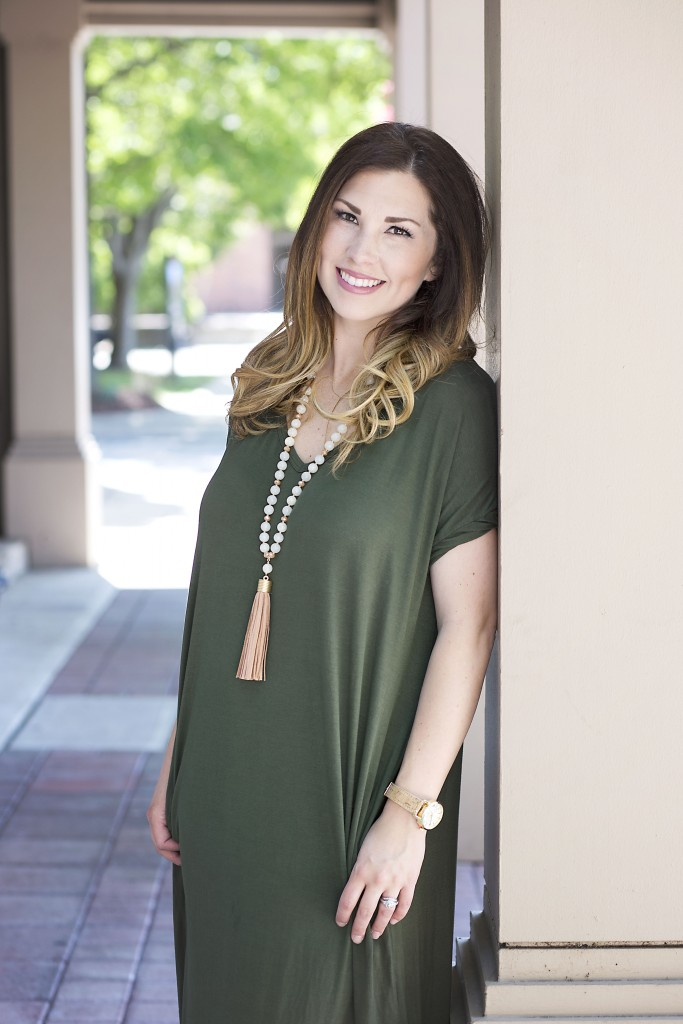Maternity Style | Comfy Chic -Wearing maternity clothes doesn't mean you can't be stylish and feel beautiful. Check out what I wear throughout my pregnancy on the blog.