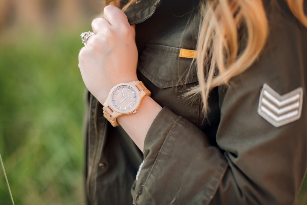 3 Ways to Wear a Utility Jacket | Part One | Having a great utility jacket in a closet staple for me. It's so versatile! Stay tuned in this series as I talk about how I change up the style from look to look. @jordwoodwatches @oldnavy @shoppinkblush @expresslife