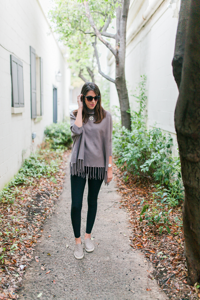 Athleisure fringe sweater with leggings look from Brittany of SouthernMamaGuide.com || Fringe Sweater || How to style fringe || Fringe style || How to style fringe cape and leggings || Mom Style