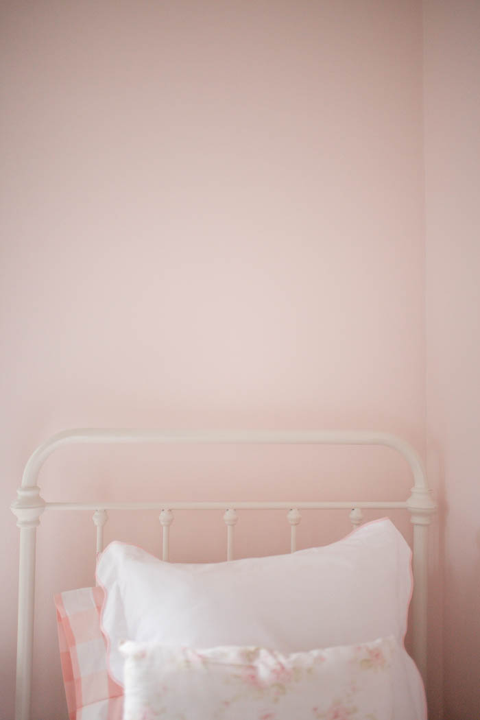 Scarlett's Sneak Peek Floral and Pink Gingham Room Reveal by Britt at SouthernMamaGuide.com | The Shade Store | Carousel Designs | Floral bedding | Toddler Girl Room | Pink Bedroom | Benjamin Moore | Amalfi Decor | Acrylic Shelves | Roman Shades | Black Out Curtains | Pink Gingham | Pottery Barn Kids