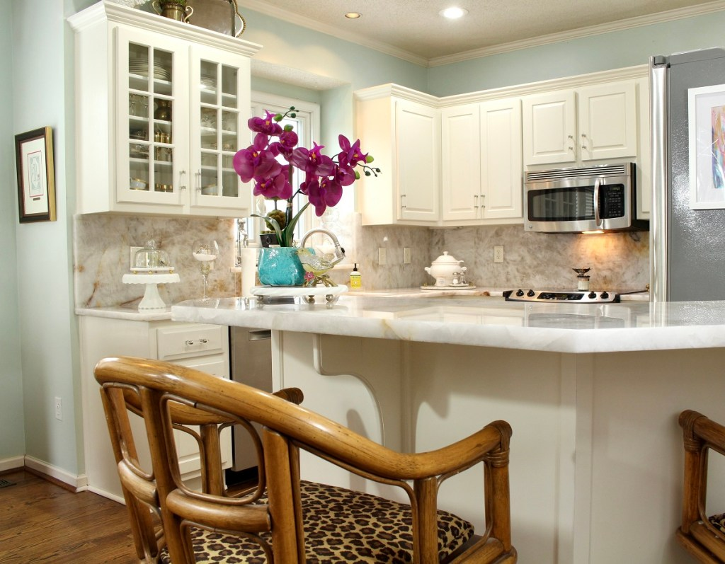 Elegant White Kitchen Countertops and Cabinets