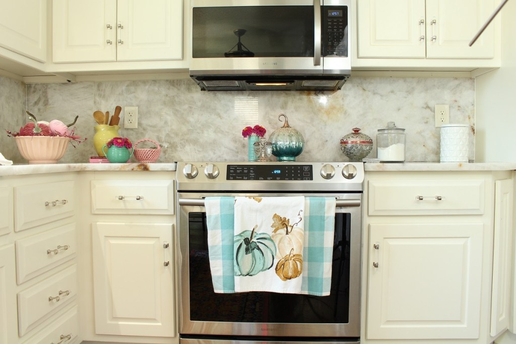 White Kitchen and Pastel Fall Decor