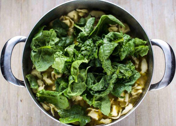 20-Minute Pesto Chicken Tortellini Soup