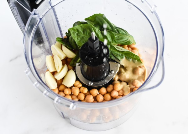 Smooth & Creamy Garlic Basil Hummus