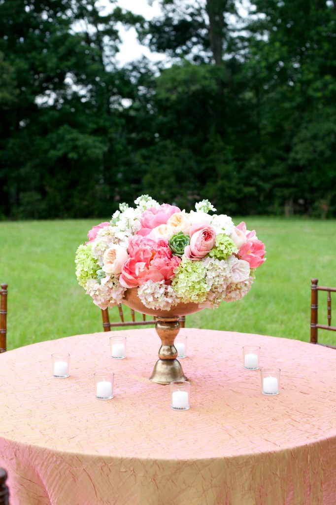coral-and-peach-centerpiece