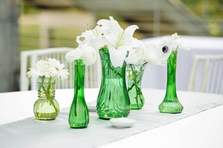 green-vase-modern-centerpieces