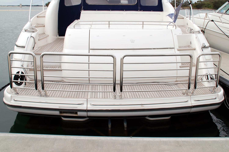 Stylish stainless duckboard rail