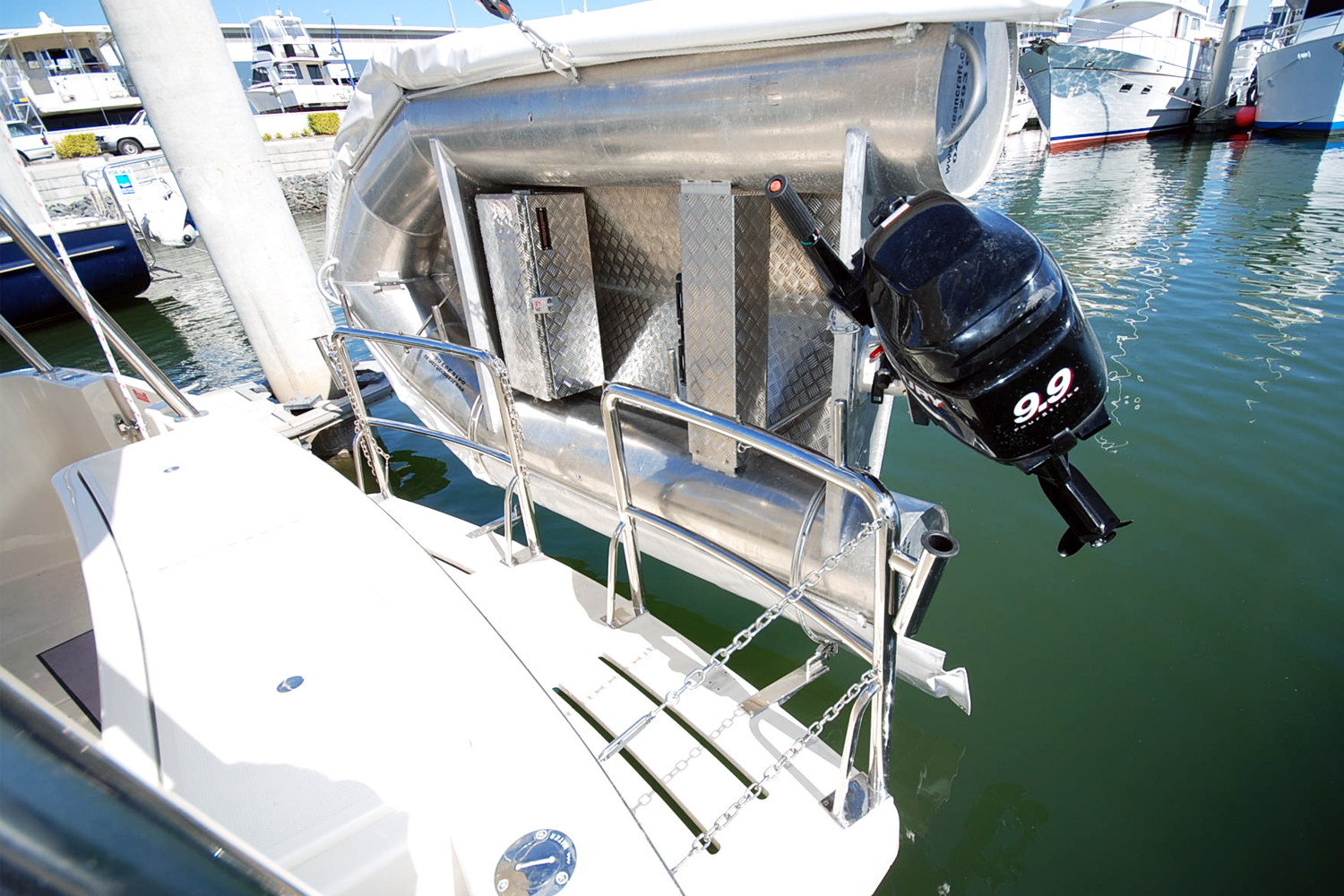 Stainless stern rail with dinghy mounts