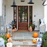 A Halloween Front Porch So Cute, It's Scary!
