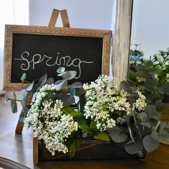 Easy Spring Tablescape & Decor Ideas