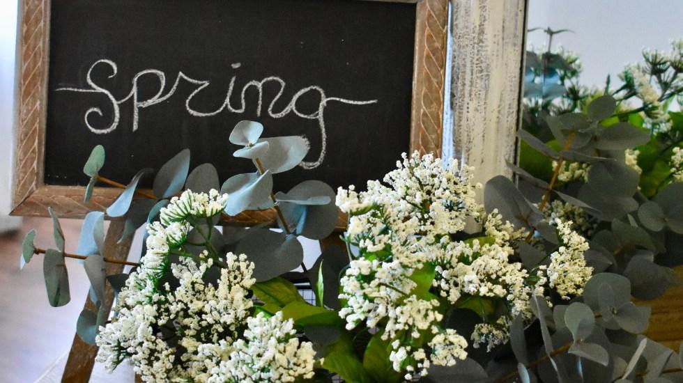 Easy Spring Tablescape & Decor Ideas