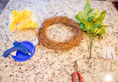 Lemon candles, lemon wreath, lemon decor, diy, diy lemon decor, budget savvy lemon decor, diy wreath, diy candle, fresh lemon decor, farmhouse decor, modern farmhouse decor, summer decor, spring decor, diy lemon wreath, faux lemon decor