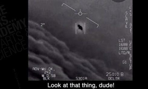 Americké námorníctvo pripúšťa, že únikové pásky UFO sú skutočné a nemali by sa nikdy prepustiť