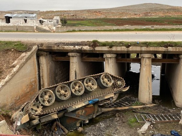 In Photos: Syrian Army Battle Tank Fell From Bridge On M5 Highway