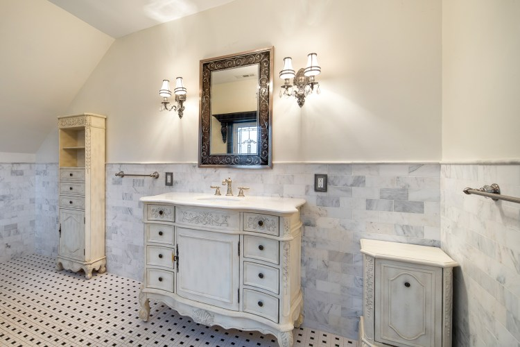 The bathroom vanity and lighting fixtures are stunning.